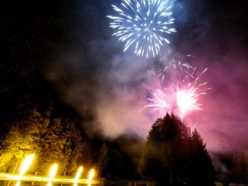 Spectacles nautiques - Professionnels de feux d'artifice - pyrotechnie - Euro Distribution - spectacle nautique